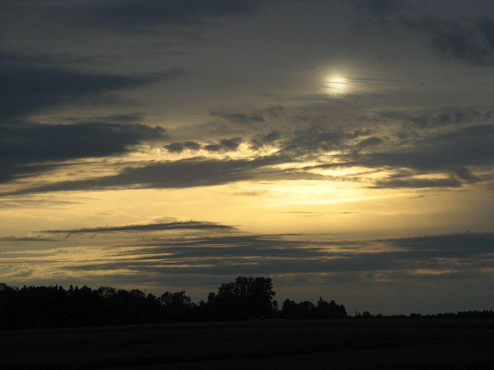 Neljapäeva õhtul kumas päike pilvede taga